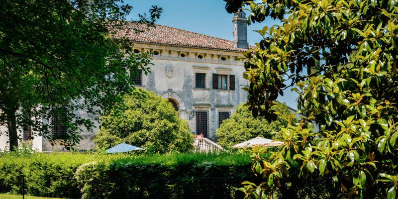 Visitare-Villa-Sagramoso-Sacchetti-scorcio-facciata-da-giardino